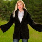 SuperTanyaによる黒のモヘアセーターコート手編みカーディガンファジーブラックジャケット